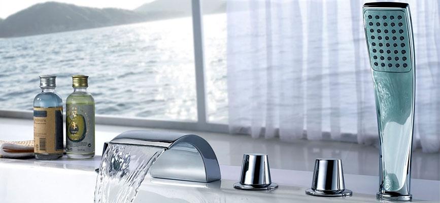 Смеситель на борт ванны на 4 отверстий